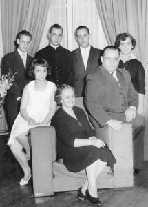 La familia Bergoglio vivió en la zona Flores en la capital argentina. Era una familia modesta y profundamente católica.